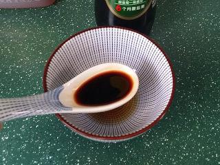 糖醋五花肉,2汤匙酱油、颜色淡 (PS:跟我一样喜欢色浓放:1生抽、1老抽)