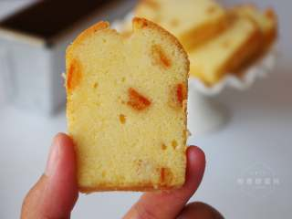 橙香磅蛋糕,冷却至掌温后包裹保鲜膜,放入冰箱密封保存一天后食用味道更佳