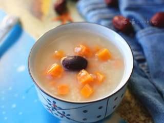早餐+小米红薯养胃粥,小黄米味甘咸,有滋阴养血、健胃除湿、益肾补虚及安神的功效,常作为妇女产后进补食物。作为早餐,再合适不过了。