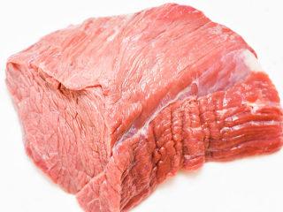 自制手撕牛肉干,备好牛里脊肉一块。