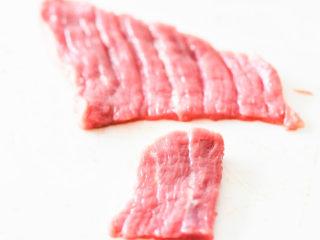 自制手撕牛肉干,切好的牛肉,纹理还保留的很好。