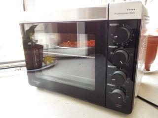 海陆至尊披萨,烤箱预热230度,中层,220度,烤15分钟,