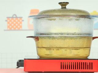 橙香米糕,中火蒸20分钟,关火焖5分钟。 ps:过早拿出来会使发糕容易受冷回缩。