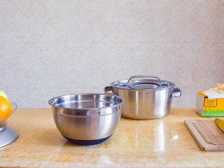 香橙酱,将要用到的炊具和食材清洗干净,摆放好备用。