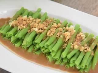 5分钟就能上饭桌,超级快手菜——麻酱蒜蓉豆角