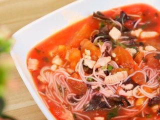 粉红鸡肉面 宝宝辅食,苋菜+西红柿+木耳