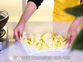 二娘美食:自从学会这道菜,胃病就再也没犯了!,准备食材,娃娃菜剥开洗干净,然后对切开。