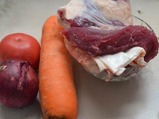 沙茶酱炖牛肉,牛肉米粉,两吃才更美,准备炖牛肉的材料。