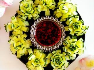 黄瓜花朵拼盘,酸辣爽口。