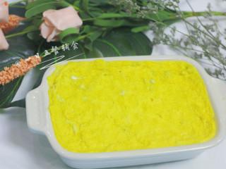 牛奶大米糕 宝宝辅食,大米粉+鸡蛋+紫薯粉,出炉凉一下。