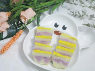 牛奶大米糕 宝宝辅食,大米粉+鸡蛋+紫薯粉,切块。