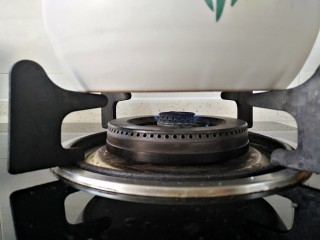 茶树菇排骨汤,再次开锅后转小火煮1小时