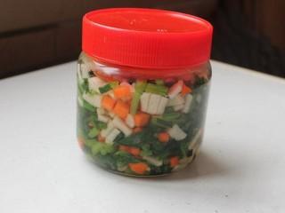 日式腌萝卜,冷藏腌渍2天后就可享用。