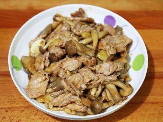 双菇炒肉片,一款健康美味的双菇炒肉片就完成了
