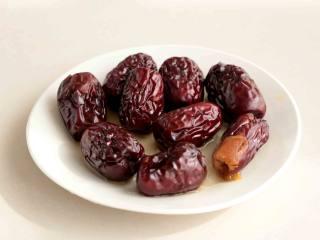 枣泥溶豆,红枣上锅隔水蒸熟