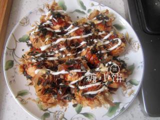 章鱼小丸子,挤沙拉酱撒紫菜碎