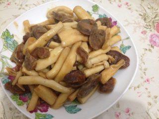 腊肠炒海鲜菇