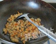 自制XO酱,下入海米,煸炒出香味儿