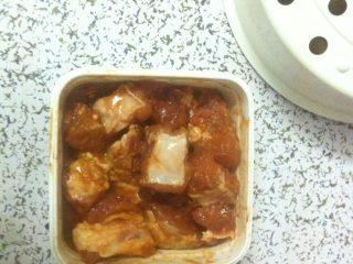排骨酱煎排骨,排骨用排骨酱加盐酱油腌制2个小时
