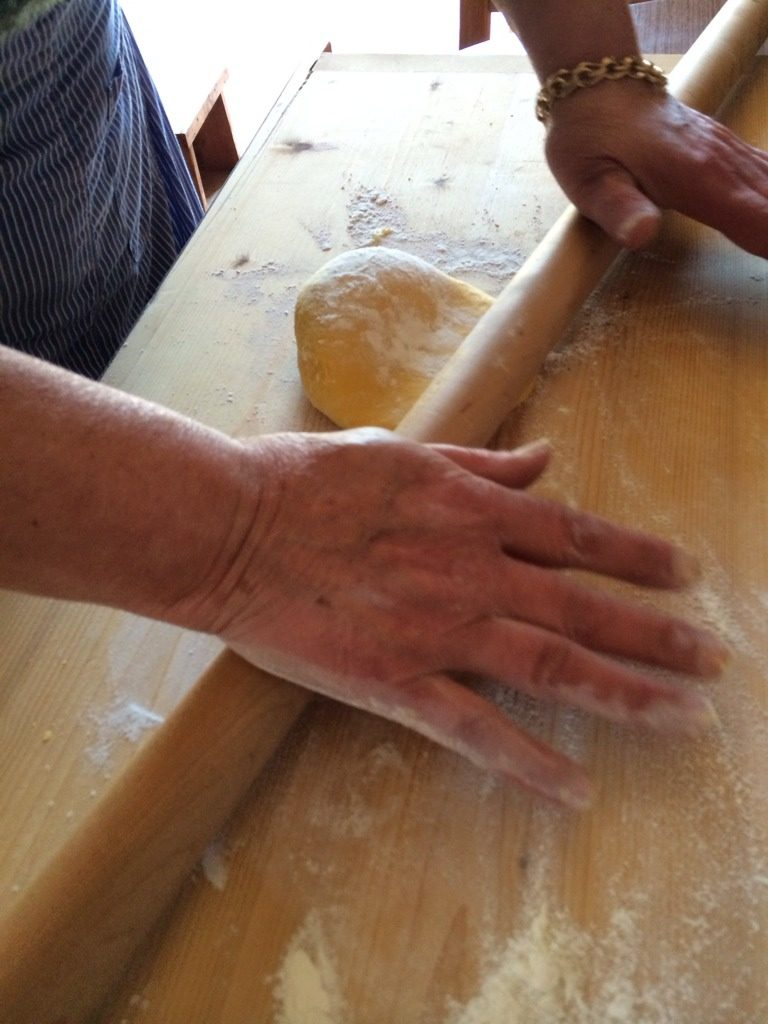 意大利肉酱千层面,将面团赶成厚度约一毫米左右的面皮