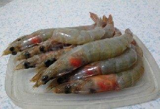 甜玉米烧大虾,大虾剪去虾须、爪,挑去虾线