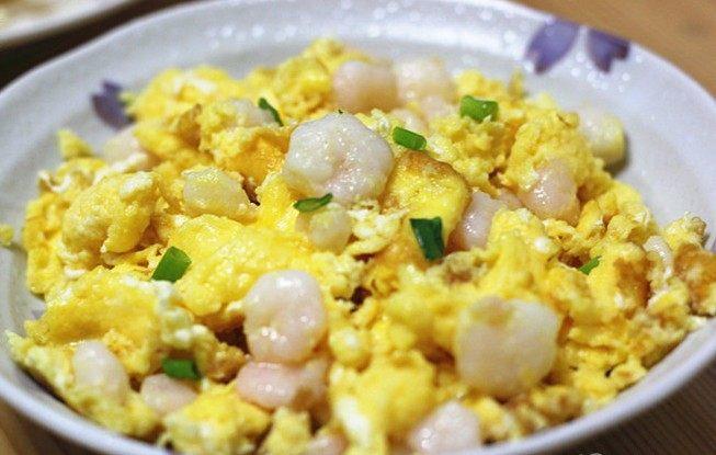 虾仁跑蛋,撒上葱花,出锅装盘