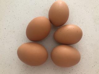 糖醋鸡蛋,准备新鲜鸡蛋5个。