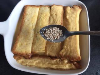 法式牛奶烤吐司,撒上白芝麻