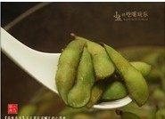 茶香毛豆,熄火,将煮好的毛豆继续浸泡在汤汁里让其更入味,可焖至汤汁完全冷去