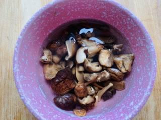 养生汤—香菇肉片汤,香菇泡发