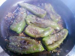 虎皮青椒,收汁后出锅。