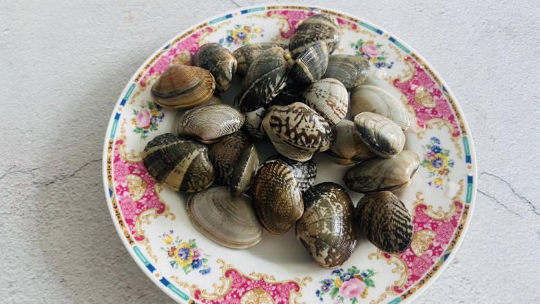 花蛤丝瓜汤,无沙文蛤买回家清洗干净即可