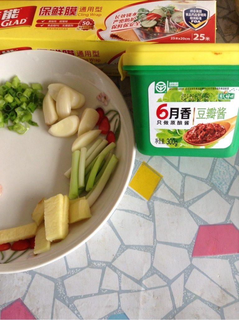 酱炖鲤鱼,葱姜蒜,<a style='color:red;display:inline-block;' href='/shicai/ 4510'>黄豆酱</a>