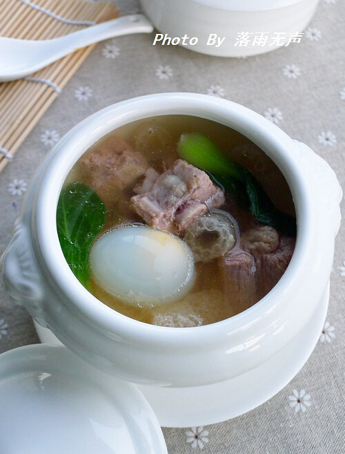 竹荪鸽蛋汤