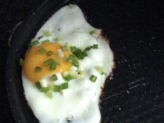荷包蛋,等蛋周围变白后,就再等一会儿,香喷喷的荷包蛋就好了
