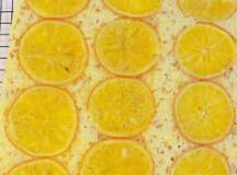 橙香蛋糕,放入烤箱 180度20分钟,再转160度10分钟, 烤好后切块即可
