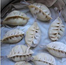 鲜虾猪肉大蒸饺,蒸笼锅中入水,入饺子,蒸二十分钟出锅