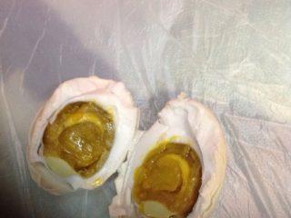 简易制作出油的咸鸭蛋