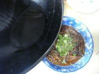 响油鳝丝,均匀的淋在葱花上即可
