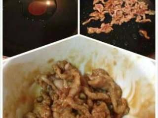 丝瓜炒肉丝,热油下锅,将肉炒到半成熟,起锅