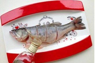 轻松炮制餐厅人气大菜:秘制锡纸包鲈鱼,再加入一大勺料酒