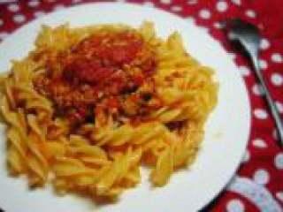 意大利面,把炒好的酱放在面上搅拌均匀就可以吃了。