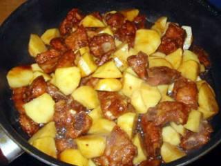 香辣排骨焖土豆