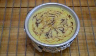 大理石纹芝士蛋糕,烤箱预热后,水浴法,150度中层烘烤60分钟左右