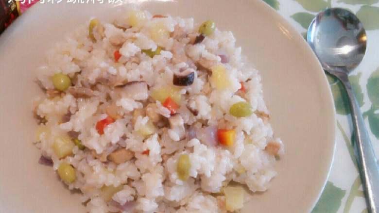 鸡肉彩蔬焖饭,装盘…