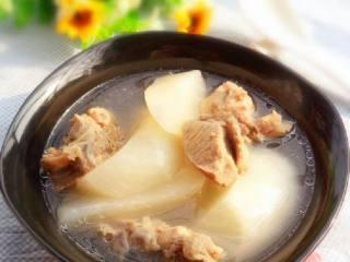 白萝卜炖骨头汤