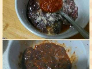泡椒猪肝,加一勺豆瓣酱腌均匀