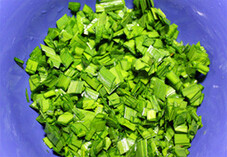 春韭蛤肉,韭菜切细丁