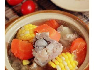 胡萝卜玉米龙骨汤