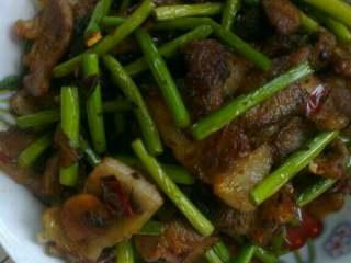 蒜苔回锅肉,盛盘即可!